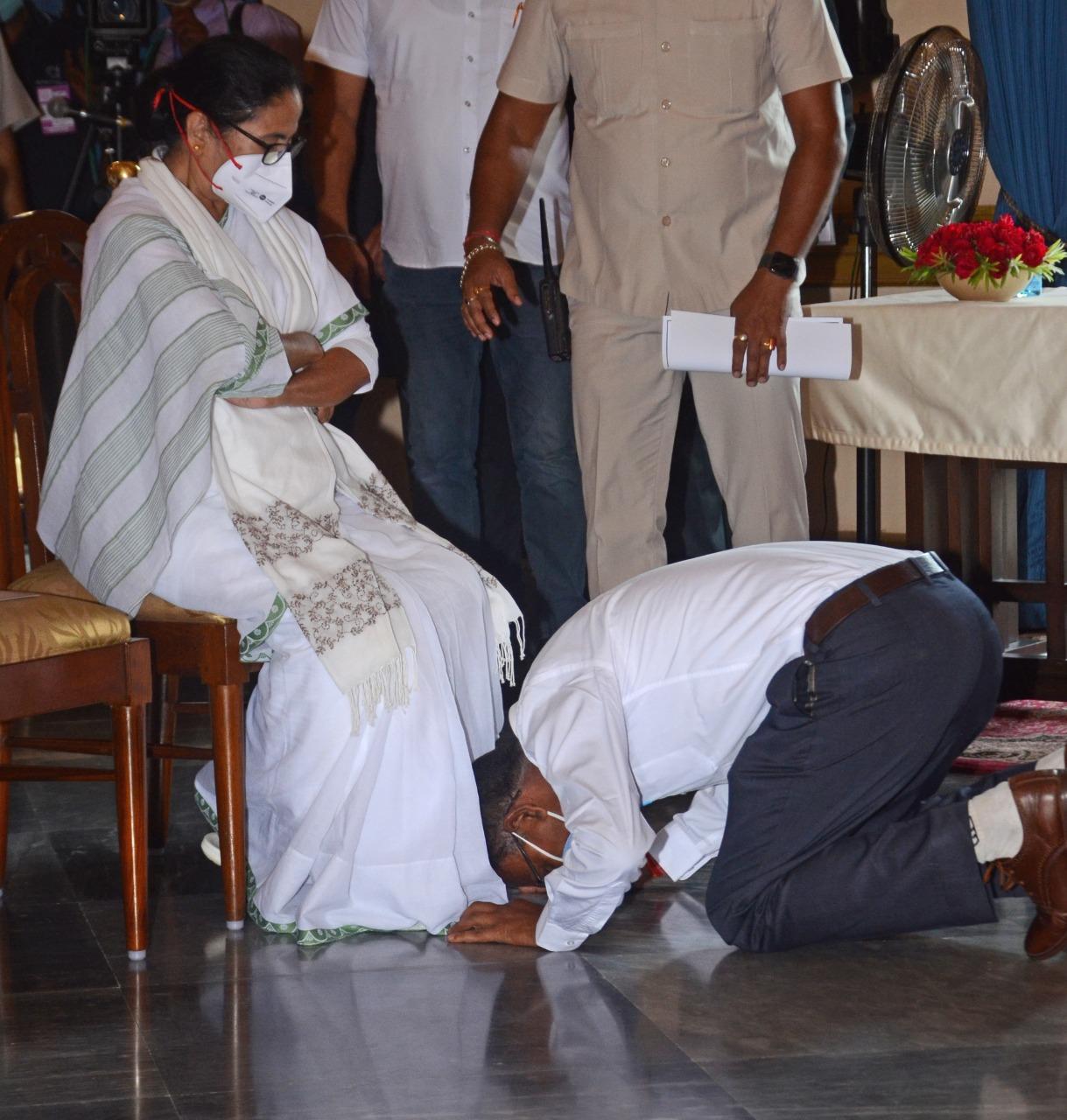 মন্ত্রী সভার শপথ ও বিরোধী নেতা নির্বাচন: আলোকচিত্রে রাজনৈতিক দলিল